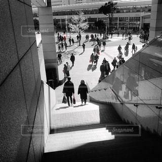 家族,後ろ姿,モノクロ,白黒,後姿,横浜,男女,桜木町駅