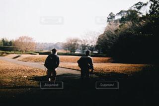 男の道を歩いての写真・画像素材[871462]