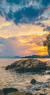 山と湖,綺麗な場所、素敵な場所、美しい風景,山と崖