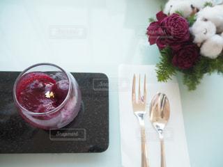 テーブルの上に食べ物のボウルの写真・画像素材[1149213]