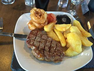 食事,ディナー,肉,ステーキ,フライドポテト,フィッシュアンドチップス