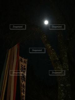 暗闇の中初詣の写真・画像素材[963642]