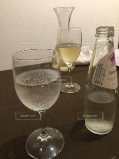 近くにワインのグラスのの写真・画像素材[1326362]