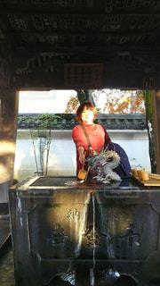女性,紅葉,人物,人,伊豆,静岡,11月,手水舎,50代,修善寺