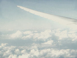 自然,空,屋外,白,雲,飛行機,羽,翼,上空,くもり,日中,国内線,クラウド,ホワイトカラー