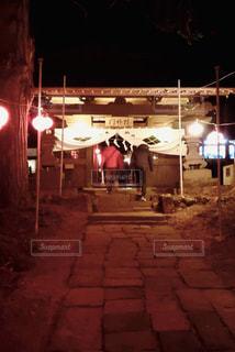 建物は夜ライトアップの写真・画像素材[1727930]
