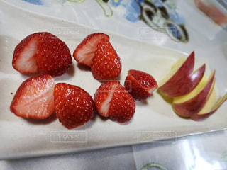 いちご,デザート,テーブル,フルーツ,果物,りんご,お皿,自宅,フレッシュ,イチゴ,リンゴ