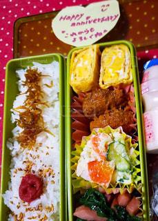 食品のさまざまな種類の入ったプラスチック容器の写真・画像素材[1899699]