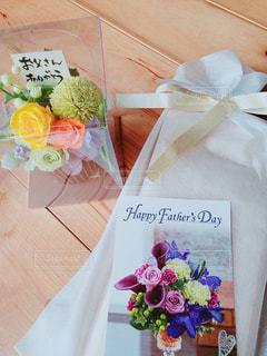 花,屋内,バラ,プレゼント,薔薇,リボン,贈り物,木目,ブリザードフラワー,父,ありがとう,娘,お父さん,父の日,感謝,ラッピング,カード,父の日ギフト,6月16日