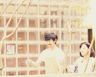 女性,男性,20代,風景,夏,カップル,東京,レトロ,樹木,人物,人,笑顔,写真,銀座,フィルム,デート,雰囲気,自然光,フィルム写真,フィルムフォト