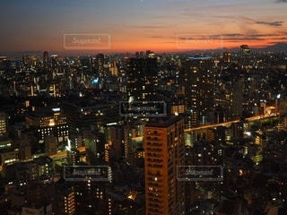 夜の街の眺めの写真・画像素材[2716566]