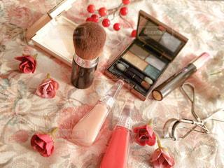テーブル上の化粧品のグループの写真・画像素材[2736225]