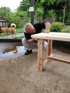 手作りの木製テーブルの写真・画像素材[3335187]