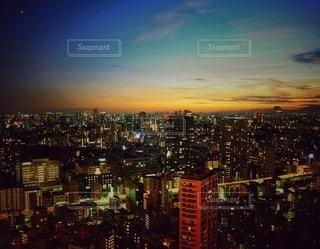 都市に沈む夕日の写真・画像素材[3404142]