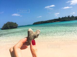海とハート石の写真・画像素材[906193]