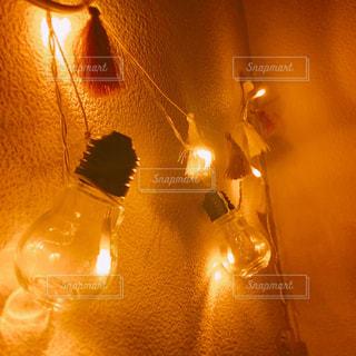 電球型間接照明の写真・画像素材[1033460]