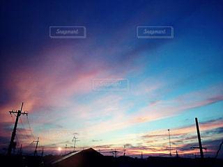 街に沈む夕日の写真・画像素材[876744]