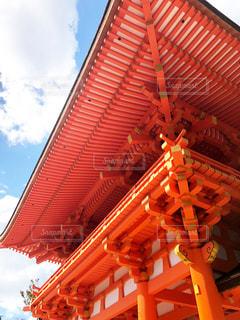 大きなオレンジ色の建物の写真・画像素材[1671992]