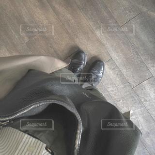 白と黒の靴の写真・画像素材[878662]