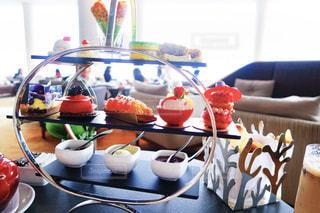 テーブルの上に食べ物のボウルの写真・画像素材[879124]