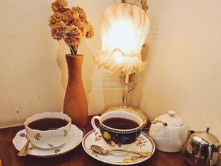 ブラックコーヒーと花の写真・画像素材[955043]