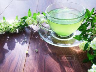 お茶と花の写真・画像素材[1048283]