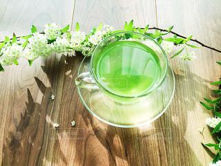 お茶と花の写真・画像素材[1049382]