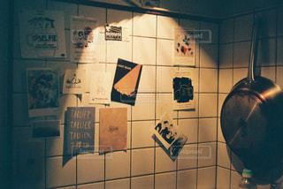 壁にサインのある部屋の写真・画像素材[1232974]