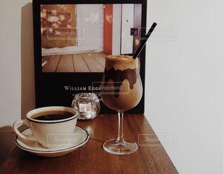 テーブルの上でコーヒーを一杯の写真・画像素材[2917428]