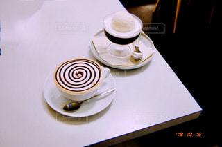テーブルの上でコーヒーを一杯の写真・画像素材[2917419]