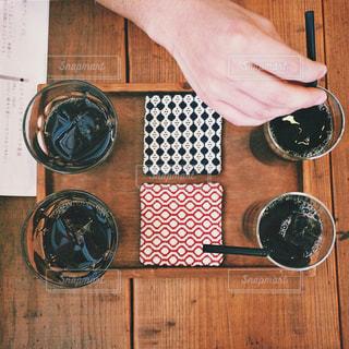 ワイングラスを持っている人の写真・画像素材[2917426]