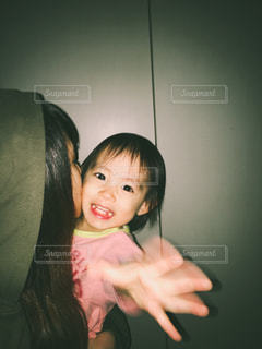 若い女の子は彼女の歯を磨いてください。 - No.787462