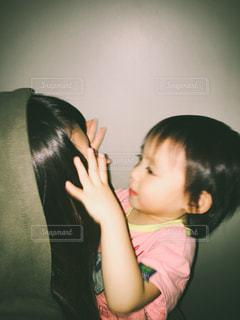 赤ちゃんをもつ少女 - No.787465