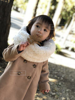 女の子の赤ん坊を保持 - No.880236