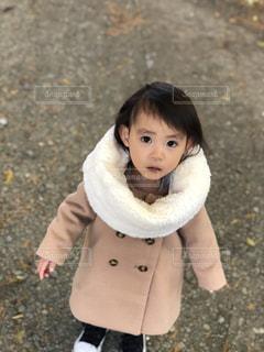 女の子の赤ん坊を保持 - No.880265