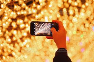 selfie を取っている人の写真・画像素材[914314]