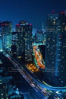 夜の街の眺めの写真・画像素材[2716684]