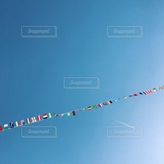 青い空と旗の写真・画像素材[2795781]