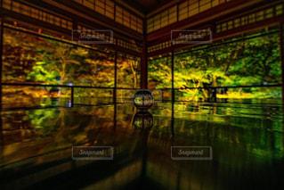瑠璃光院で光る水晶の写真・画像素材[915788]