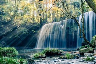 光芒の出る滝の写真・画像素材[1450902]