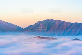 朝焼けに染まる竹田城跡の写真・画像素材[1466367]