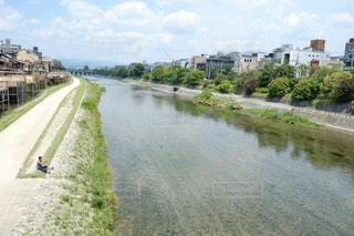 水の体の上を橋を渡る列車 - No.906636