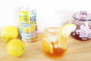 コーヒーとオレンジ ジュースのガラスのカップの写真・画像素材[1328883]