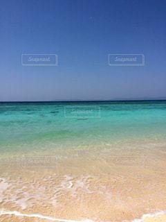 海の横にある砂浜のビーチの写真・画像素材[922909]