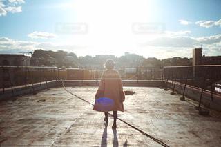 女性の後ろ姿の写真・画像素材[1016872]