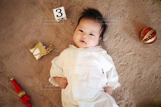 赤ちゃんの記念撮影の写真・画像素材[1021527]