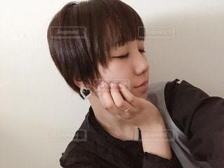 化粧前の横顔自撮りの写真・画像素材[1749340]