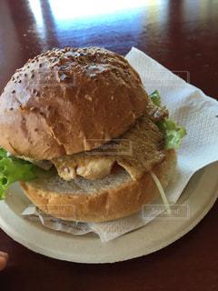 チキンバーガーの写真・画像素材[910829]
