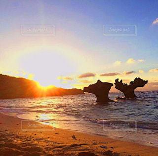 海,空,雲,砂浜,夕焼け,夕暮れ,海辺,沖縄,旅行,古宇利島,ハートロック,ティーヌ浜,インスタ映え