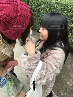 帽子をかぶった小さな女の子の写真・画像素材[888278]